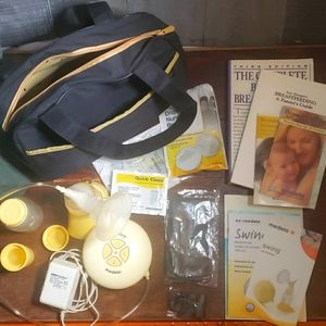 Medela Swing Breastpump lot w/ books & CUTE bag!